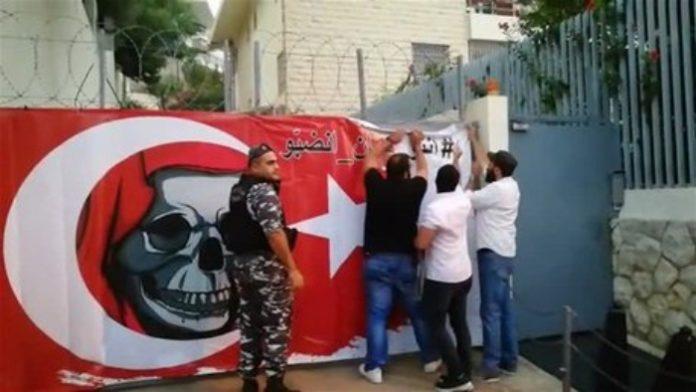 Photo of Anti-Turkey banner at Turkish Embassy in Lebanon amid diplomatic crisis