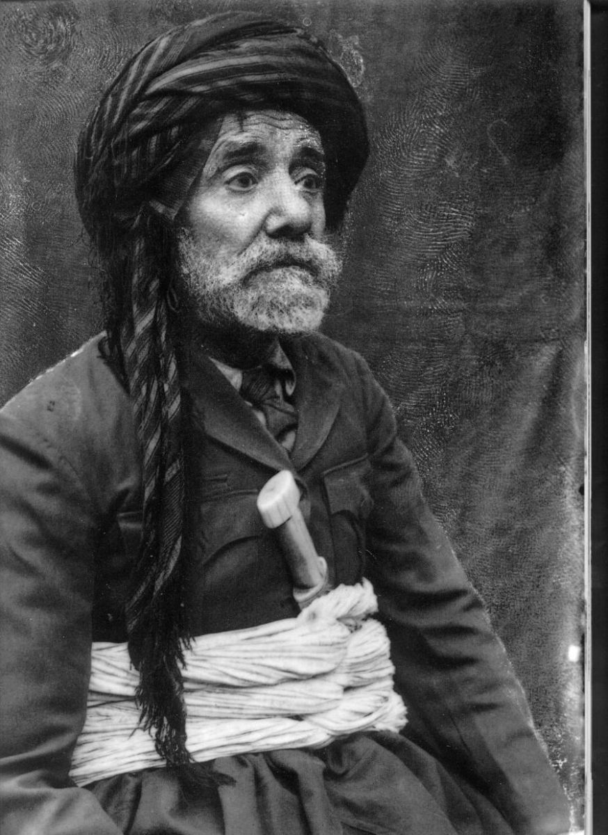 Photo of Helbestvan, siyasetmedar û têkoşerê kurd; Pîremêrd