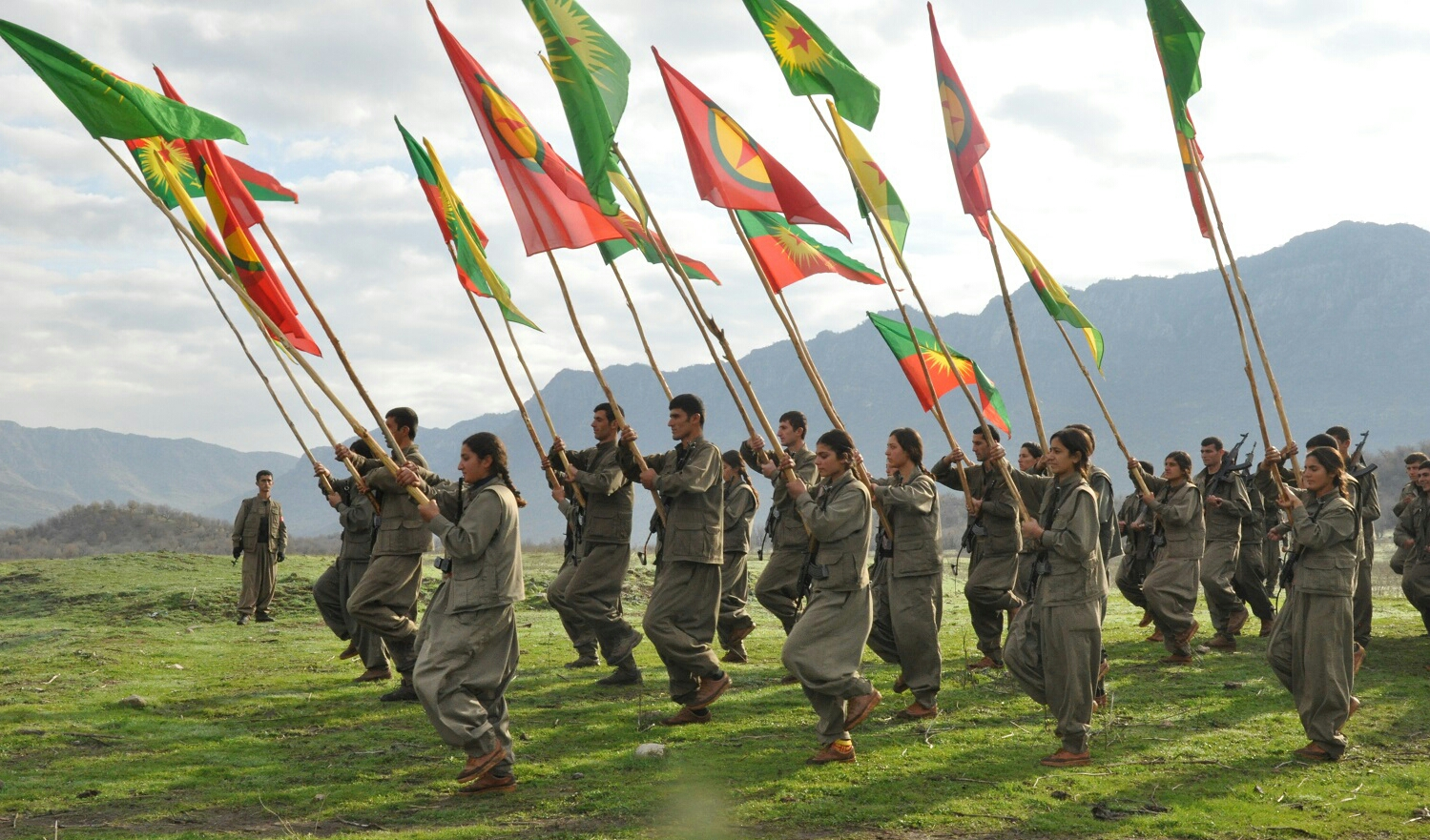 سياسيون وشخصيات اوربية يوقعون على بيان يطالب بازالة PKK من قائمة الحظر