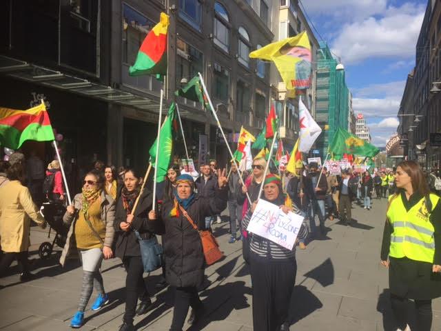 Photo of مظاهرات بالمئات من الكرد والنرويجيين في اوسلو تأييداً لحملة الحظر الجوي على روج افا