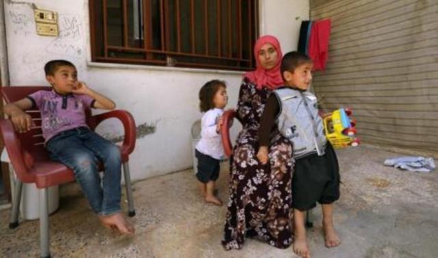 Photo of رويترز: المقاتلونَ الكُرد يحررونَ سبايا من أيدي تنظيمِ داعشَ في سوريا