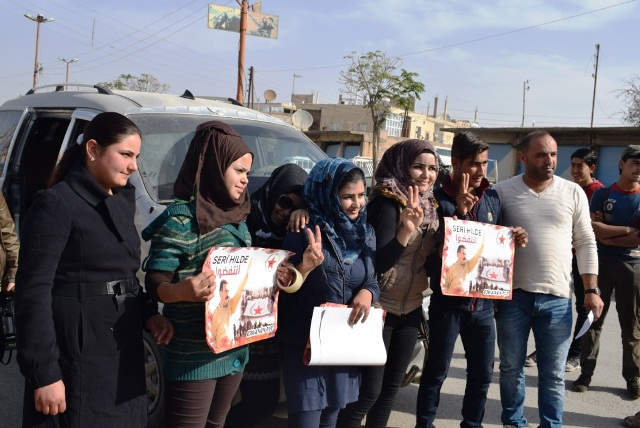 "Photo of شبيبة الـ PYD بـ كري سبي تلصق منشورات في سياق حملة ""انتفضوا"""