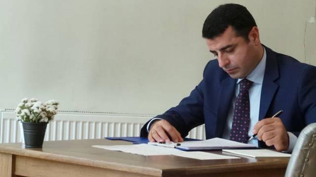 Photo of الادعاء التركي يطالب ببقاء دميرتاش معتقلاً في السجن
