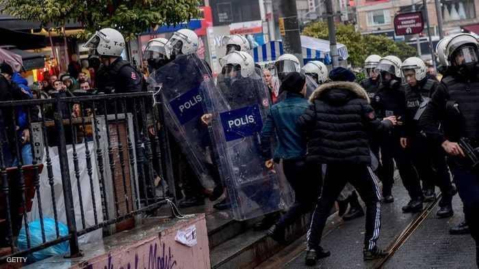 Photo of الأمن التركي يحظر تظاهرة مناهضة للحرب على عفرين في أزمير
