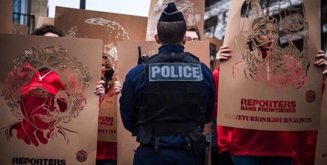 Photo of صحفيون فرنسيون يتظاهرون ضدّ أردوغان