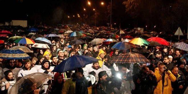 Photo of احتجاج الآلاف من الأتراك في قبرص تنديداً بالحرب التركية على عفرين
