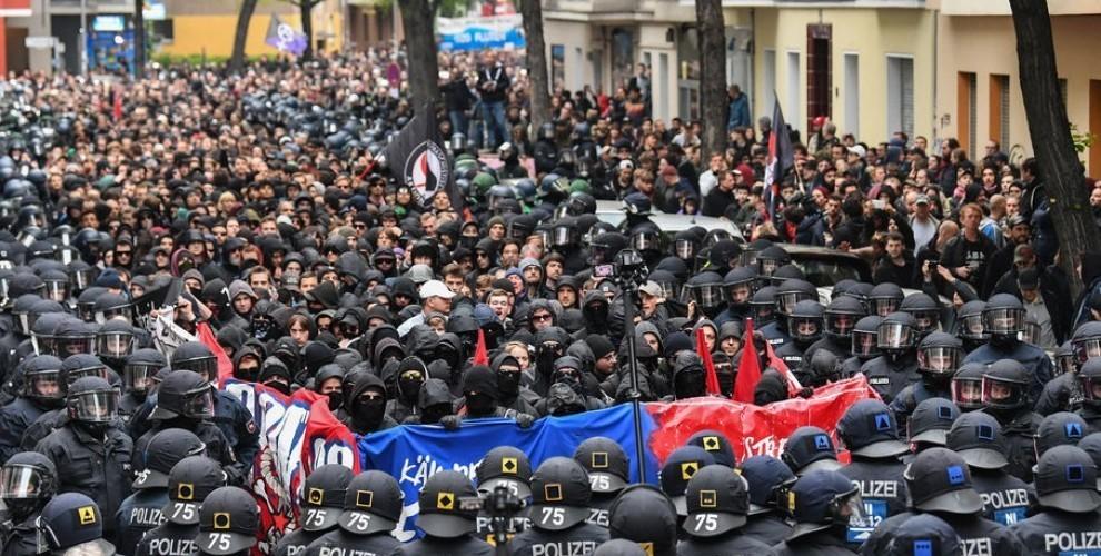 """Photo of """"المسيرة الثورية"""" الألمانية بمناسبة عيد العمال العالمي مهداة إلى عفرين"""