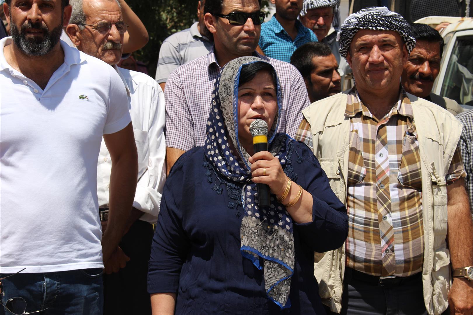 Photo of الآلاف ينتفضون في ديرك دعماً لمقاومة عفرين
