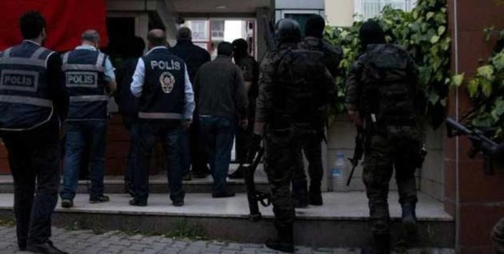 Photo of عمليات مداهمة واعتقالات عشوائية بحق المدنيين في أزمير