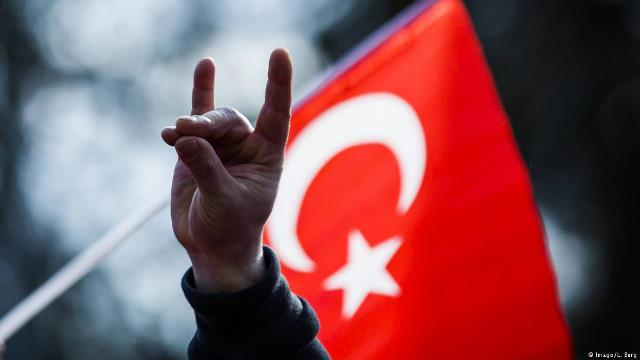 "Photo of ألمانيا تسعى إلى حظر رموز اليمين التركي المتطرف ""الذئاب الرمادية"""