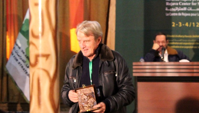 Photo of كوشنير يُكرم بدرع تذكاري خلال المنتدى المنعقد في عامودا