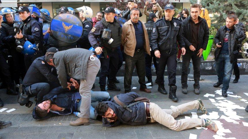 Photo of سلطات الفاشية التركية تعتقل اكثر من 735 كردياً في شمال كردستان