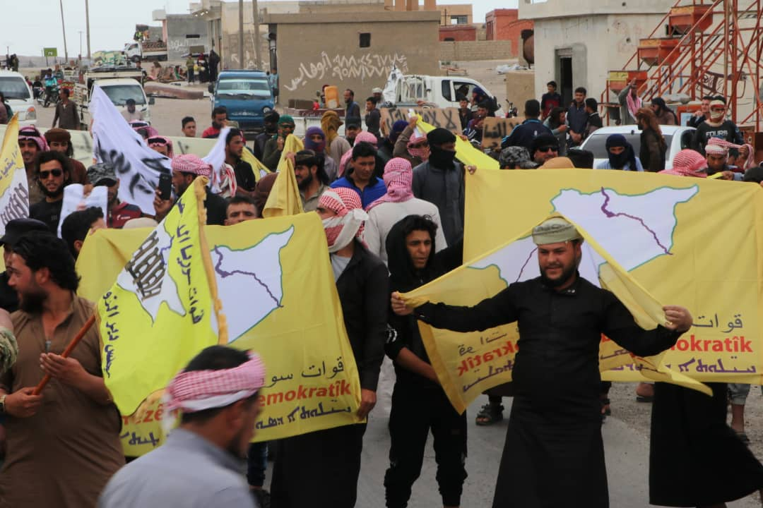 Photo of أهالي دير الزور يحيون مقاومة قوات سوريا الديمقراطية