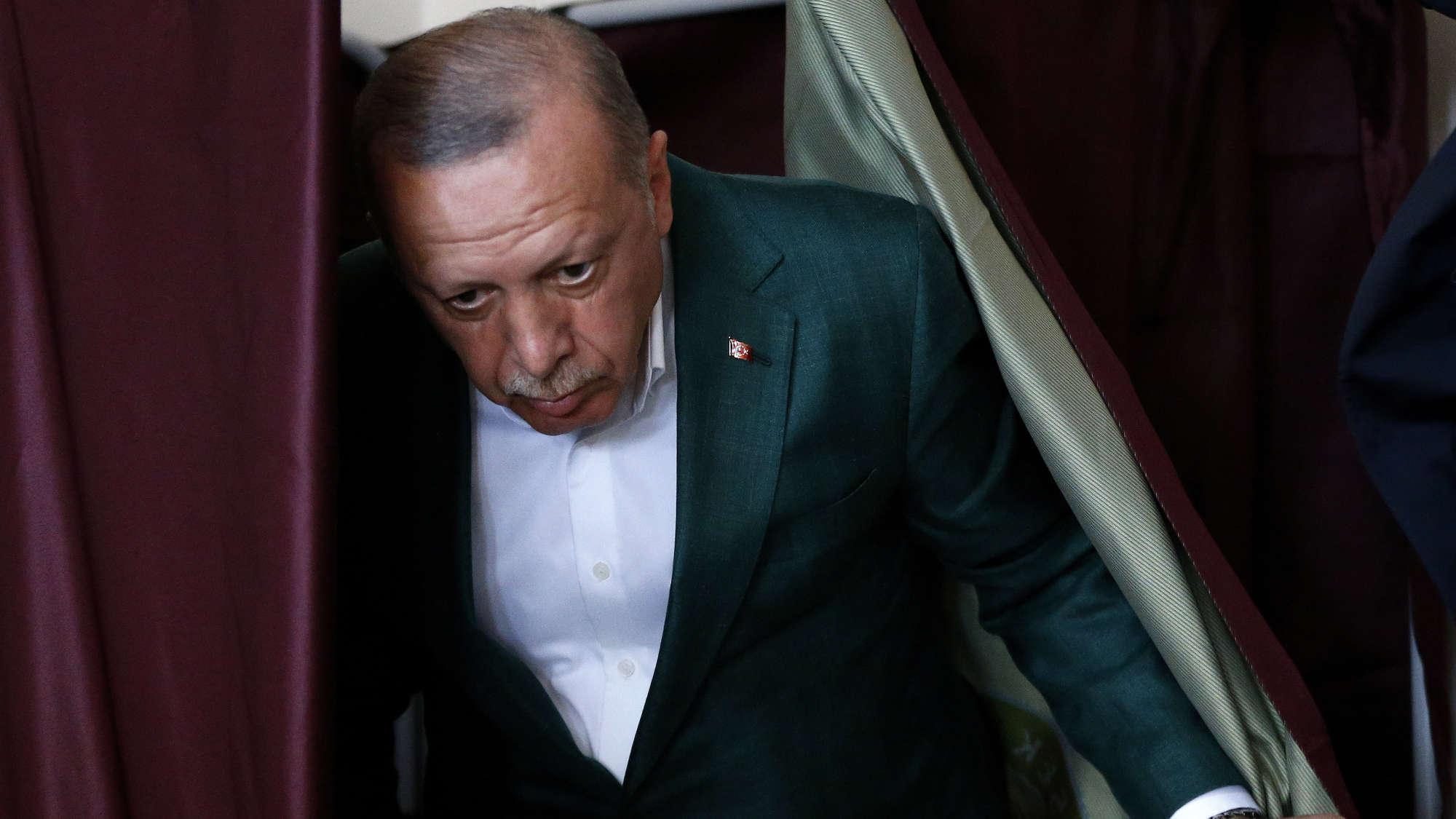 Photo of مجلة فوكوس : كيف قام حزب أردوغان بنهب خزينة إسطنبول