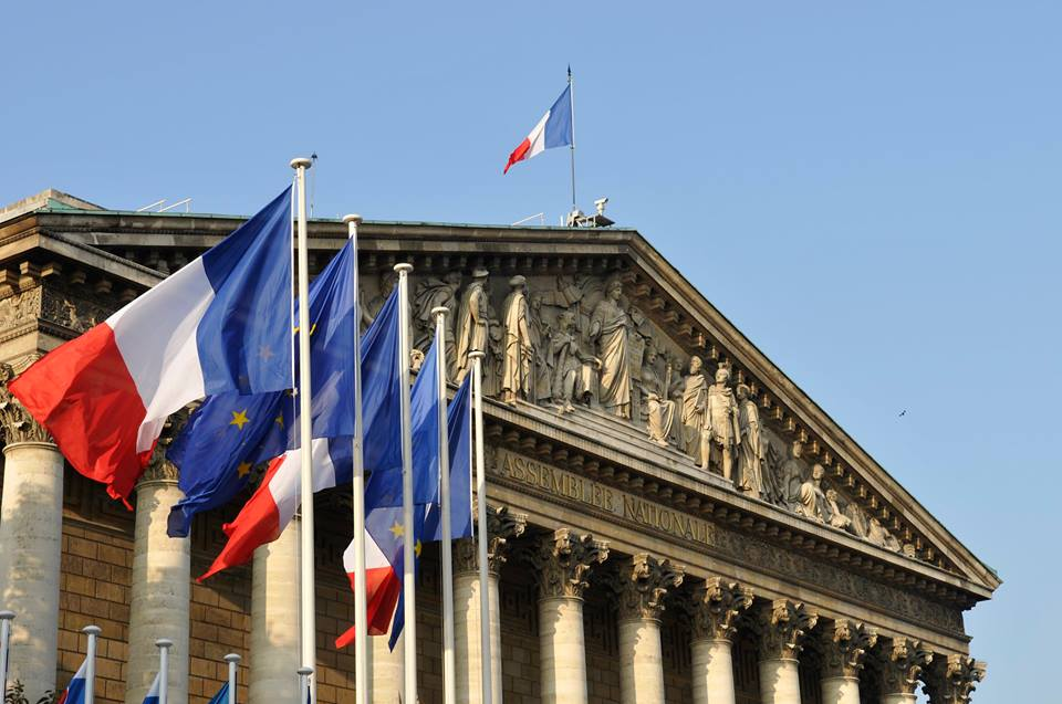 Photo of البرلمان الفرنسي يدين بالإجماع الهجوم التركي على شمال سوريا