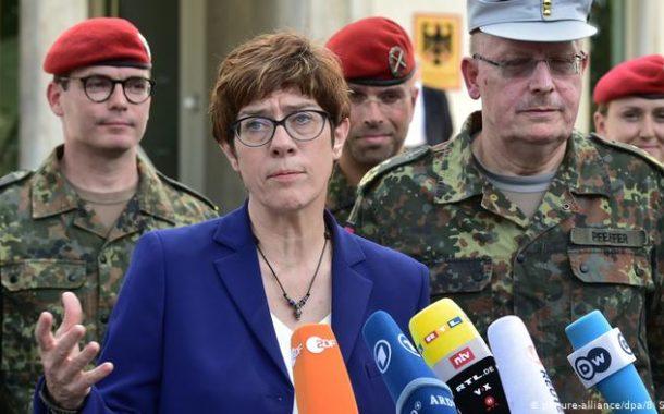 Photo of وزيرة الدفاع الألمانية تحذر تركيا من أي تصعيد في المنطقة
