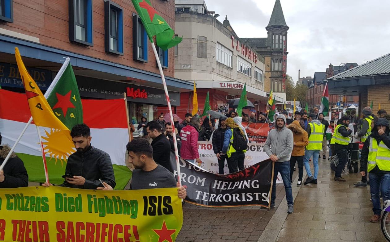 Photo of ليفربول في اليوم العالمي للتضامن مع روج آفا