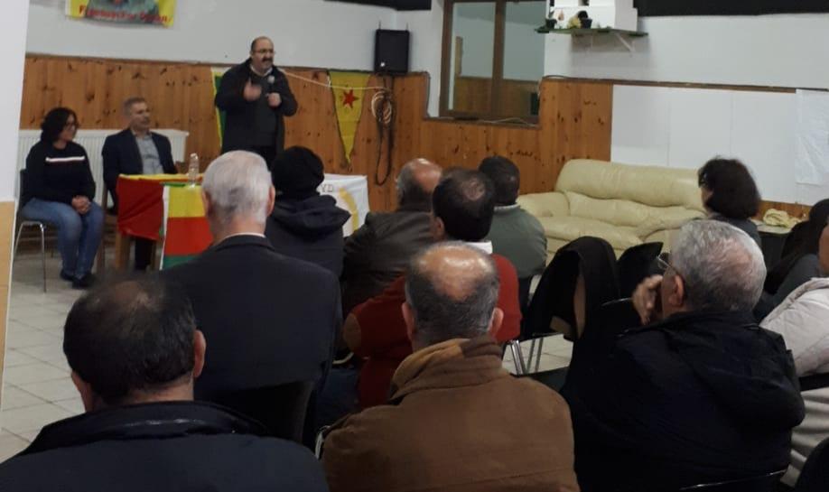 Photo of شاهوز حسن وغريب حسو في اجتماع جماهيري للكردستانيين في لييش البلجيكية