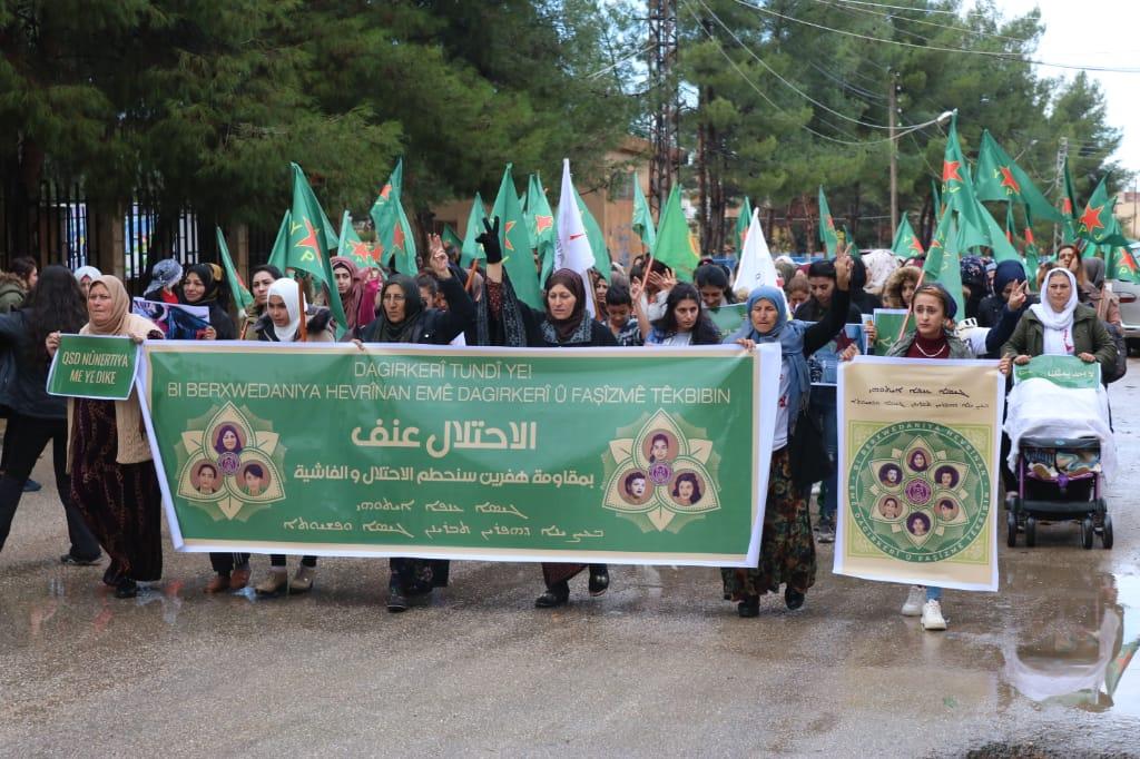 Photo of مسيرة حاشدة في تل تمر دعماً لوحدات حماية المرأة