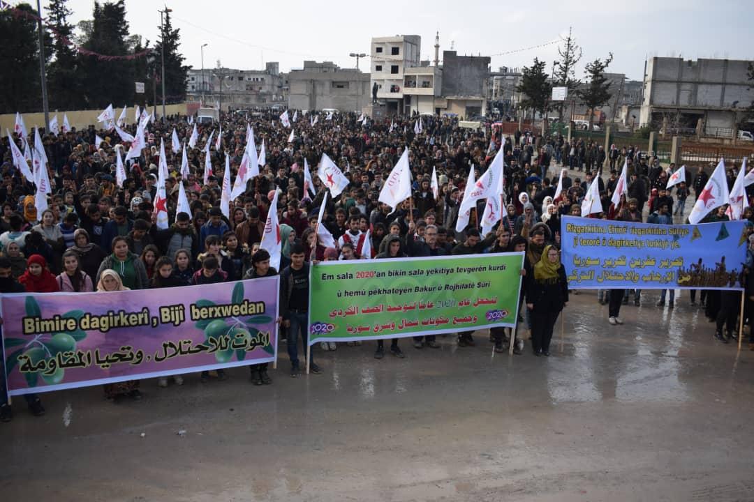 Photo of الاتحاد الديمقراطي يُنظم مسيرة في إقليم الفرات تأييداً لوحدة الصف الكردي