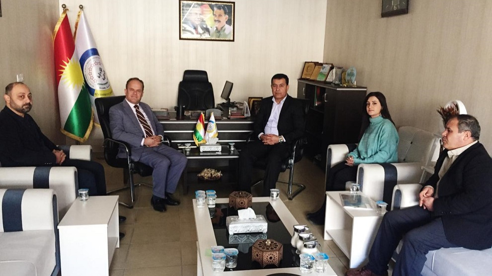 Photo of مسؤول مكتب علاقات الاتحاد الأوربي يزور ممثلية الإدارة الذاتية في السليمانية