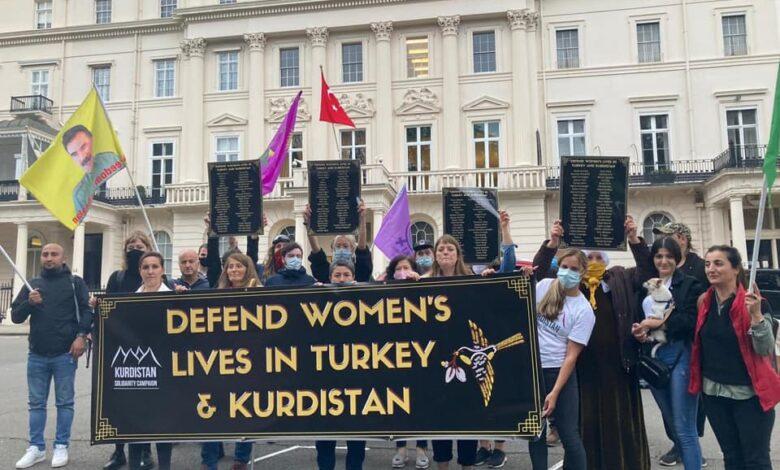 Photo of منظمات نسائية بريطانية: تركيا بلد يرتكب مجازر بحق المرأة الكردية