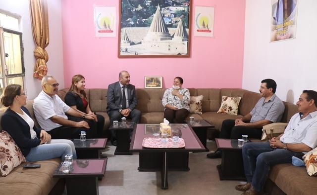 Photo of وفد من الـ PYD يزور البيت الإيزيدي في عامودا