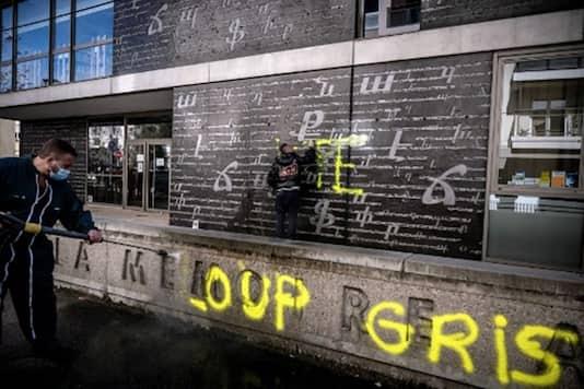 Photo of فرنسا تتجه لحظر مجموعة الذئاب الرمادية التركية المتطرفة