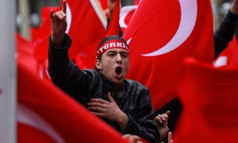Photo of فرنسا توقف رسمياً عواء الذئاب الرمادية.. يد أردوغان الارهابية في أوروبا