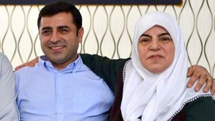 Photo of والدة صلاح الدين دميرتاش: ابني ليس إرهابياً