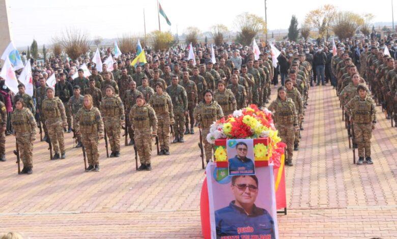 Photo of الآلاف يشيعون جثمان الشهيد حمزة تولهلدان في مقاطعة الحسكة