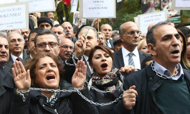 Photo of حزب الشعوب الديمقراطية في عيد الصحافة: لا شيء يستحق الاحتفال