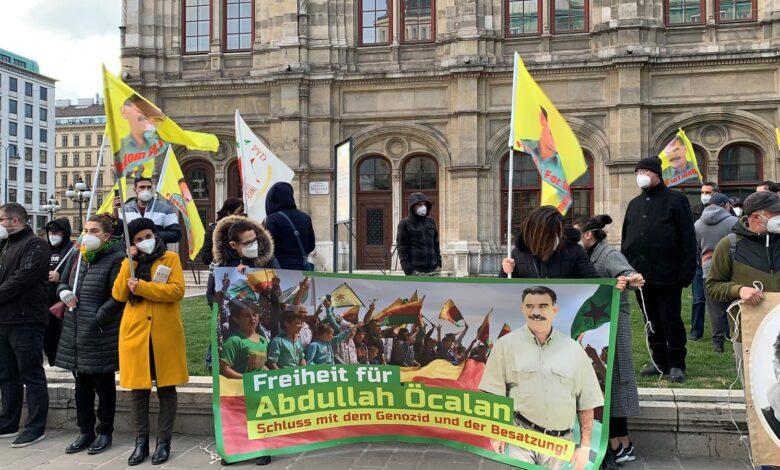 Photo of الكردستانيين في فيينا يطالبون المؤسسات الدولية بوقف سياسة العزلة على القائد أوجلان