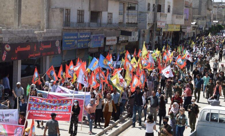 Photo of أهالي كوباني ينددون بهجمات الاحتلال التركي على مناطق الدفاع المشروع