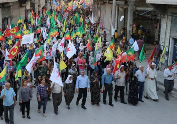 Photo of الآلاف من أهالي حلب ينددون بسياسات الاحتلال التركي