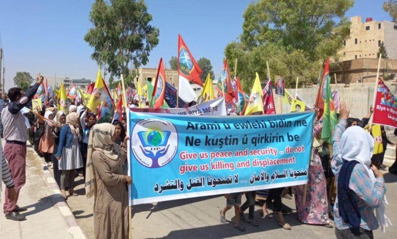 Photo of مظاهرة حاشدة في عين عيسى تنديداً بالاحتلال التركي