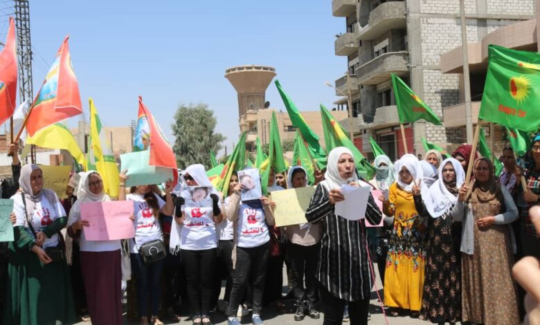 "Photo of نساء مقاطعة الحسكة ينددن بجريمتي قتل كل من ""عيدة السعيدو، وآية الخليف"