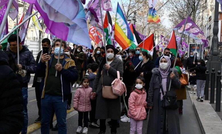 Photo of الجالية الكردية في فرنسا تنتفض تنديداً بغزو تركيا لإقليم كردستان العراق