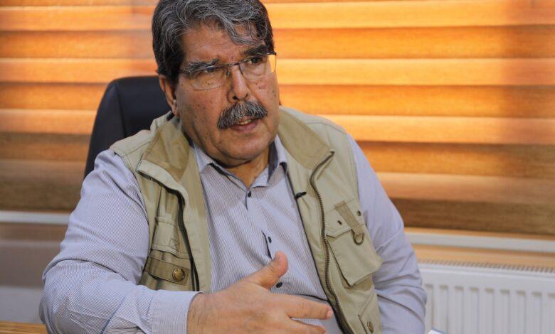 Photo of صالح مسلم يدين مجزرة عين عيسى، ويطالب المجتمع الدولي باتخاذ التدابير بحق تركيا