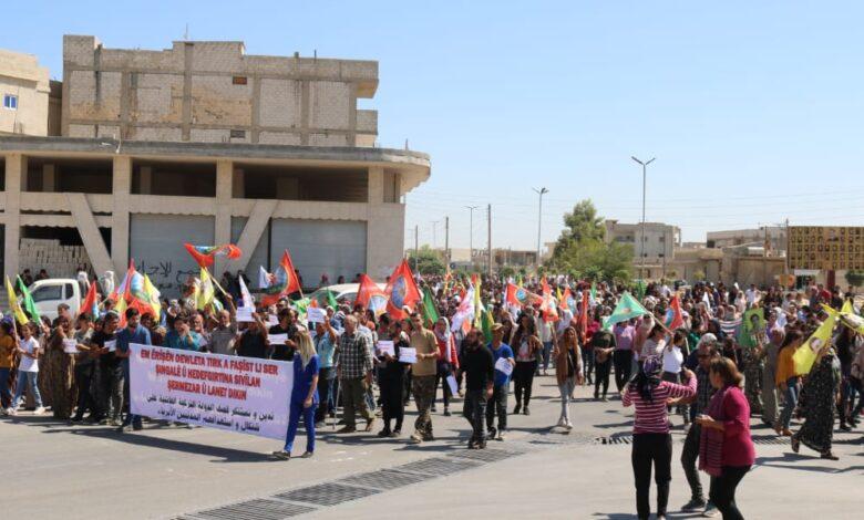 Photo of الألاف من أهالي إقليم الفرات يتظاهرون دعماً لأهالي شنكال