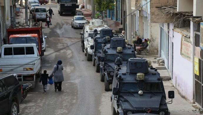 Photo of السلطات التركية تواصل اعتقالاتها التعسفية بحق اعضاء ورؤساء حزب الشعوب الديمقراطية