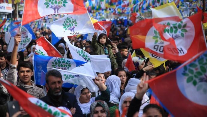 Photo of جمعيات ومؤسسات علوية في تركيا تُرَحِّب بدعوة HDP إلى الديمقراطية والعدالة والسلام