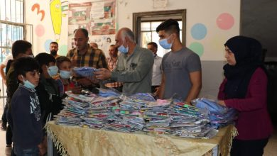 Photo of المكتب التنظيمي ومكتب المرأة في الـ  PYD يقدمان قرطاسية مدرسية لأطفال ضحايا الحرب بالرقة