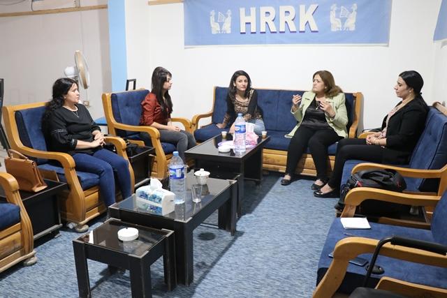 Photo of وفد من علاقات المرأة في الـ PYD يزور مركز اتحاد مثقفي روج آفاي كُردستان